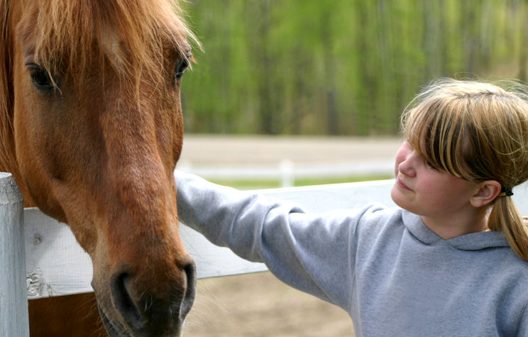 How does the 4-H Club help children?